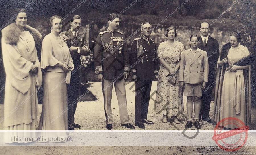 Carol al II-lea împreună cu familia regală