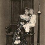 Prințesa Maria împreună cu fiul său Carol în 1902