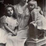 Prințesa Maria împreună cu copiii săi