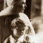 Regina Maria și prințul Mihai în 1925