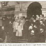 Generalul Zadic, însoțit de Iancu Flondor, comunică populației unirea Bucovinei cu regatul României. Cernăuți - 28 noiembrie 1918