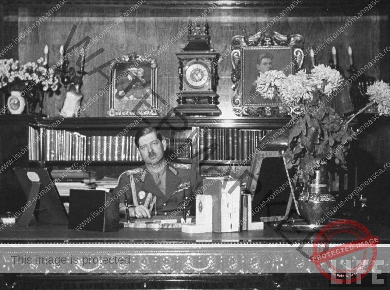 Carol al II-lea la birou